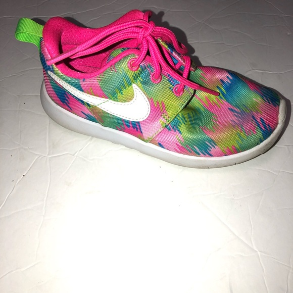 best sneakers 63200 58db4 Girls Nike Roshe one print rainbow sneakers 12c